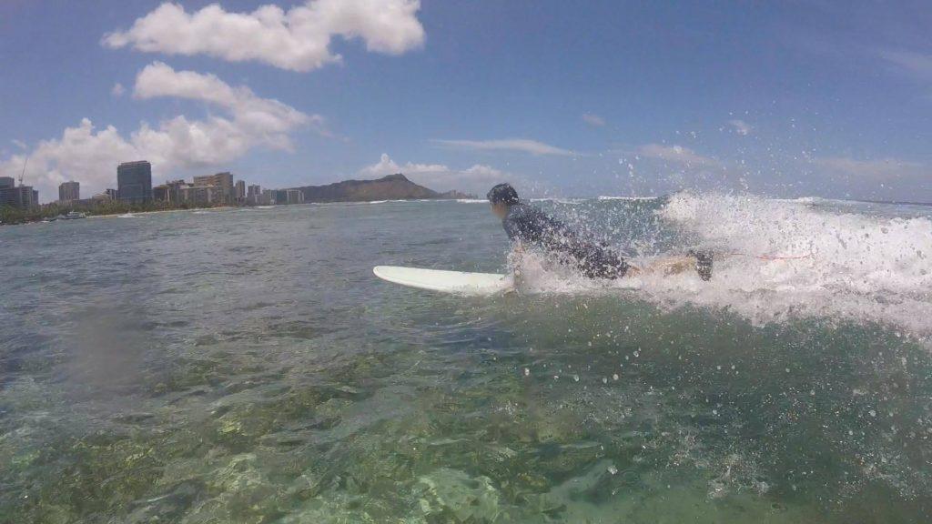 ハワイのスポーツといえばサーフィンですよね〜サーフィンに挑戦