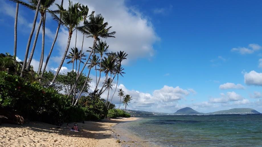 カハラビーチはワイキキやアラモアナビーチとはちょっと違うプライベート感