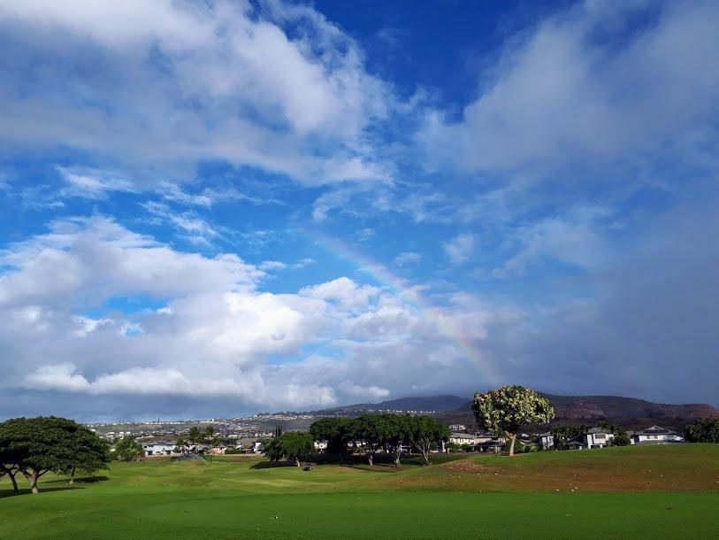 早朝ゴルフのすすめ。カポレイのゴルフ場で虹をみました。