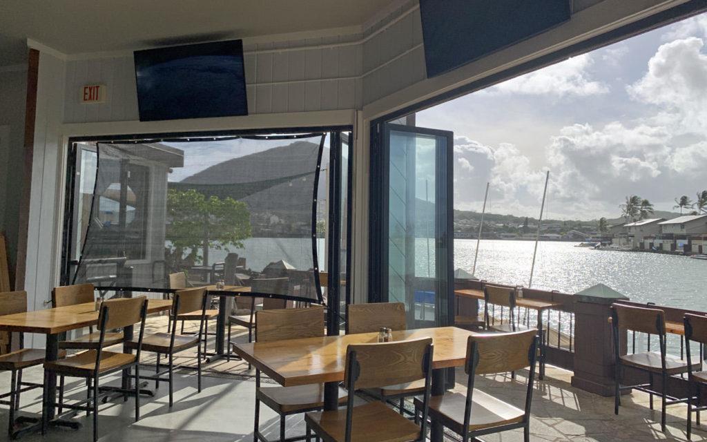 ハワイカイにある水辺のレストランでのんびり朝食
