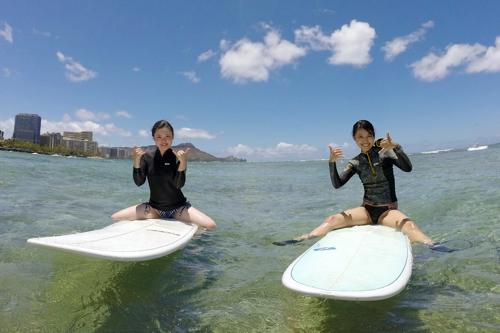 【サーフィン】初心者向けサーフィンレッスン(セミプライベートレッスン)