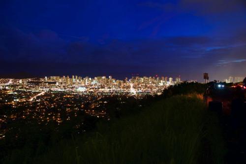 【おすすめ】日本焼肉レストラン吉とタンタラスの丘の夜景鑑賞